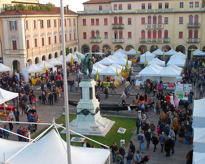 83147f53402e Martedì 5 marzo, con il Carnevale, la prima data del ricco calendario di  iniziative che quest'anno conta 137 giornate di attività in Piazza Caduti,  nel ...